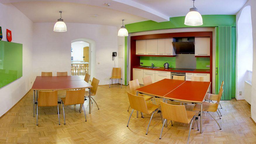 Mehrzweckraum mit Gästeküche